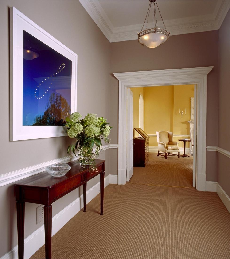 Upper hallway. © Gomez Associates